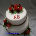 Bílý s červenými růžemi