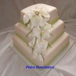 Svatební dort s kaly