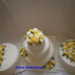 Bílý s jedlou krajkou a žluté růže-sada