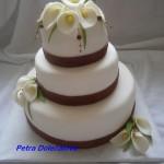 Svatební s bordó stuhou a kalami