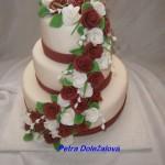 Svatební bordó a bílé růže